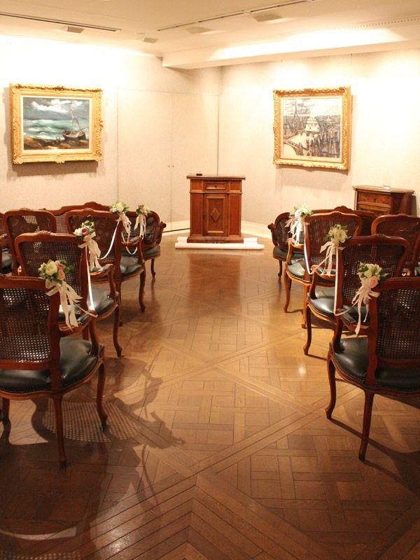 広尾のフレンチレストラン、ひらまつ様でのウェディング。人前式用のチャペル装花です。 chapel,ceremony,chair flower