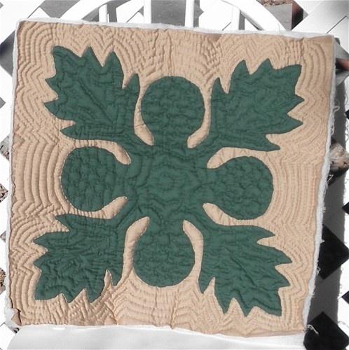 Breadfruit Hawaiian Quilt Green Tan Ulu Design quilting on a smaller piece