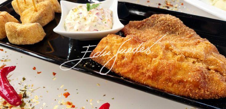 Empanado simples: tempere o peixe com o alho, o suco de limão ou laranja e sal a gosto. Passe os peixes na farinha de trigo ou no fubá e frite em óleo quente. Milanesa: com o peixe já temperado, pa…