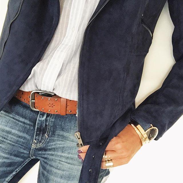 En perf @juliana_rose_boutique_inspiree Today ( Profitez de -20% sur les Perfs avec le code BANSOPERF jusque fin oct)  #detailshot #todayiamwearing #blue#julianarose #zarashirt #zarajeans#pimkie#kaptenandson #loueven#onlytrend
