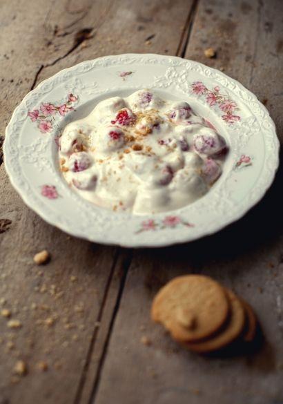 Trempette à biscuits au fromage à la crème, yogourt & framboises