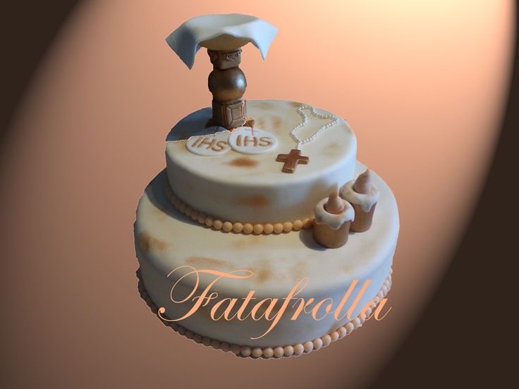 Per celebrare la comunione. Torta alla crema pasticcera con gocce di cioccolato fondente.