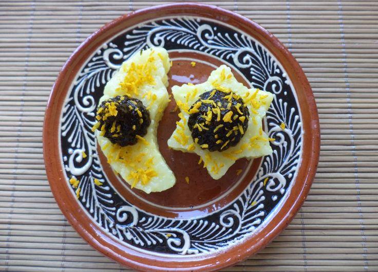 Luna Si Steluta Din Orez Cu Magiun De Prune / Rice Moon And Star With Plum Jam https://vegansavor.wordpress.com/2015/07/13/rice-moon-and-stars-with-plum-jam-and-indonesian-spices/ #Topoloveni #plum #jam #rice #moon #star #Indonesian #spices #vegan #sweets