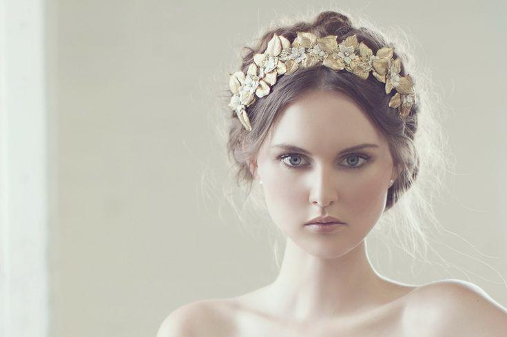 Viktoria Novak - love this headpiece!