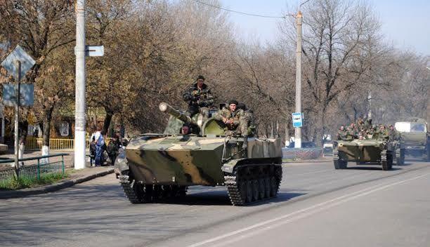 Carri armati e veicoli blindati sono entrati a Kramatorsk - Notizie - Foto - La Voce della Russia