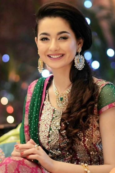 Hania Aamir Is All Set To Star In Upcoming Film 'Parwaaz Hai Junoon'