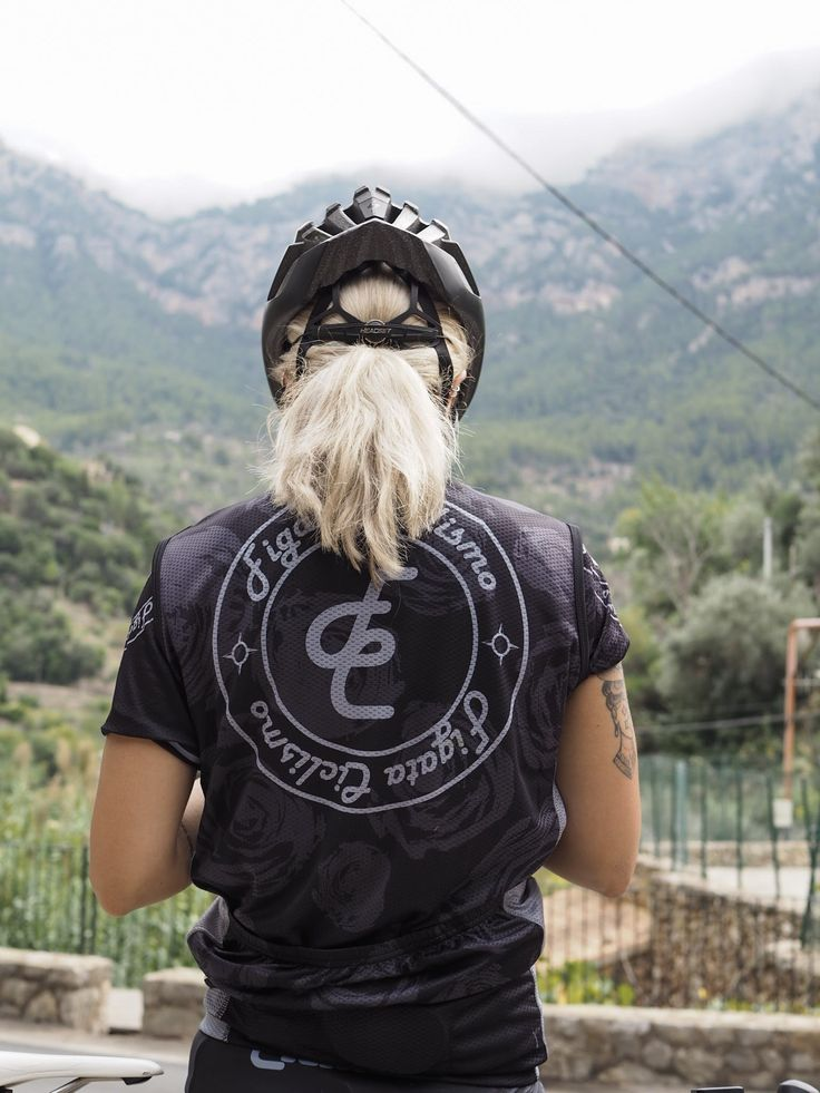 The windbreaker for women's cycling is a perfect fit in the mountains. Here on the coast side of Col de Soller on Mallorca, Spain.