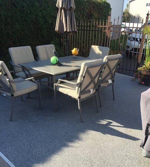 Pour profiter parfaitement de l'été et de votre espace extérieur, aviez-vous pensez à refaire votre revêtement extérieur ? Optez pour un plancher en époxy pour de meilleurs résultats !