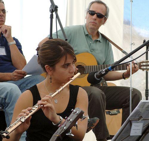 Encuentro en Lo Alto, Farellones (Chile). Atrás mi amigo Juan Pablo Soffia en la guitarra. Marzo 2007