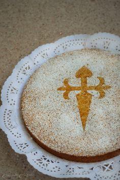 Si hay una tarta que resulte increíblemente sencilla de hacer y esté buena hasta decir basta, esa es la tarta de Santiago. Con almendras, huevos, azúcar, ralladura de limón y canela fabricas un manjar de los dioses. A partir de hoy no volverás a...