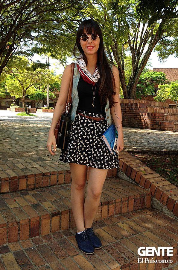 Alejandra posada nos muestra que para los días calurosos lo mejor es combinar una falda floral con variedad de accesorios y como toque final uno zapatos cómodos  pero muy chic. http://elpais.com.co/