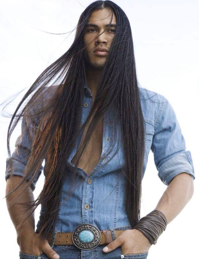 Long Hair Native American Men Homens com cabelos longos. Tendência entre…