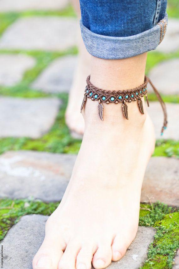 Macrame marrón y turquesa pulsera para el tobillo creación hecha a mano con plumas/granos de cobre y Howlita turquesa rebordea