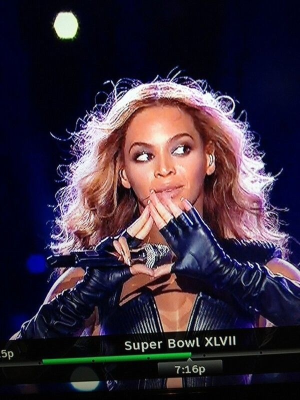 Beyonce Flashes Illuminati Triangle Sign At Super Bowl XLVII