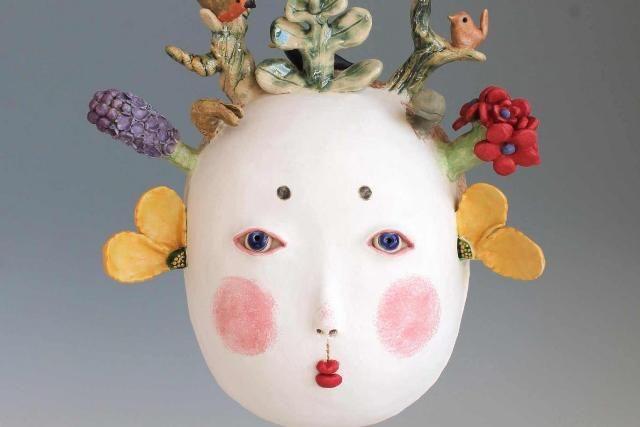 WinNetNews.com - London sedang mengadakan Ceramic Art London nih. Pembuat keramik dunia memamerkan desain mereka di seni dan sekolah desain Central Saint Martins. 90 buah keramik kontemporer dari keramik terbaik dari seluruh dunia akan berada di Ceramic Art London Fair. Rekor jumlah orang yang mengumpulkan