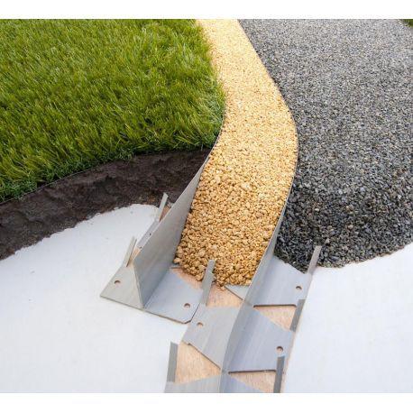 Le Profils TCOURB est une barre en T en PVC recyclé permettant facilement de délimité les espace de déco, gravier, pelouse et même bassin d'agréments. Grace à sa conception ingénieuse, TCOURB permet de réaliser facilement des angles droits, des courbes. Il est même facilement possible de transformer le profil en L (pour une délimitation de pavés...) à l'unité ; PRIX DÉPART DE NOS DÉPÔTS existe encarton de 50 ml