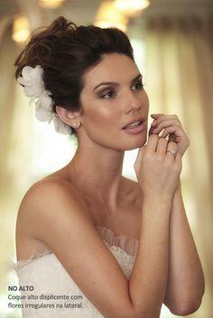 Penteado noiva - Coque com flor de tecido (Foto: Drausio Tuzzolo) #casamento #noiva #penteado