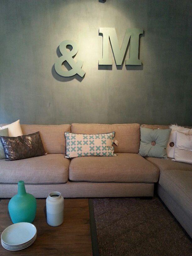 Buiten lijkt het voorjaar te beginnen... op naar een heerlijk fris interieur! Oud roze en mintgroen gecombineerd met een grijze kalkverf muur.. hoe vinden jullie deze combinatie?