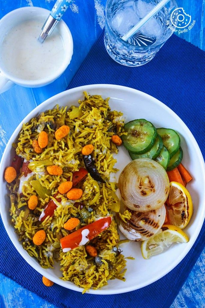 MUSHROOM PEPPER PILAF WITH GRILLED VEGGIES, HONEY MUSTARD YOGURT AND CHILI PEANUTS is a hearty and comfy wholesome summer meal.#dinnerideas #foodstyle #rice   #pilaf #veganrecipe #govegan   #nomnom   #yummyfood   #foodblogger #foodporn #glutenfree #foodphotography