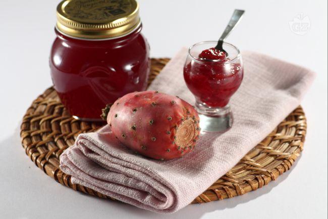La confettura d'India ichi d'India ha un sapore molto dolce un colore rosso rubino. E' ottima spalmata sul pane e per guarnire crostate.