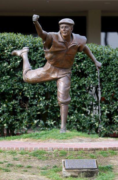 Payne Stewart statue Pinehurst, North Carolina / #McDevittTownandCountry #McDevitt #Pinehurst #golf #paynestewart