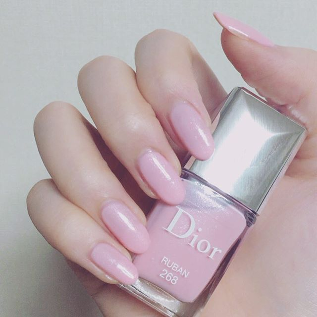 🎁(♡´`♡) {Thanks💕 * 嬉しくてすぐ使っちゃった💅😅❤️️ ネイルオフはやっ😱 * Diorのポリッシュは初めましてー😍 すごく可愛いラメ入りピンク♡ ベースコートはducato、トップコートはキャンメイクです🎵😚 #ネイル #セルフネイル #セルフネイル部 #ディオール #ネイルポリッシュ #マニキュア #ネイルカラー #ヴェルニ #手元 #指 #手元くら部 #nail #selfnail #dior #nailpolish #nailcolor #instanails #pinknails
