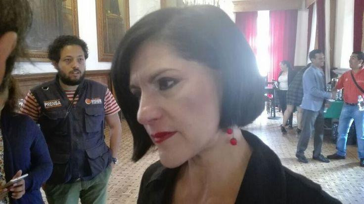 La diputada local del PRI dijo que hoy en día todos los partidos políticos están en decadencia y que el anuncio del PRD, respecto de la suma de ex priistas ...