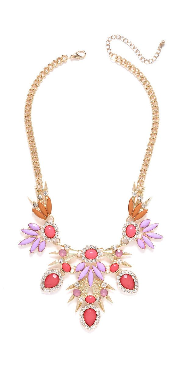 fierce yet feminine – loving the tropical vibe of this coral bib necklace!