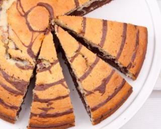 Gâteau marbré chocolat-vanille (sans beurre, sans huile) : http://www.fourchette-et-bikini.fr/recettes/recettes-minceur/gateau-marbre-chocolat-vanille-sans-beurre-sans-huile.html