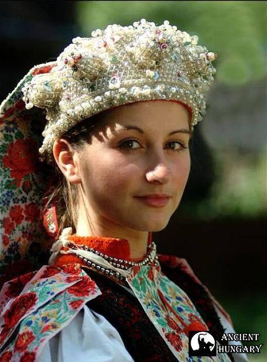 Magyar népviseletek - Kalotaszegi viselet - Erdély