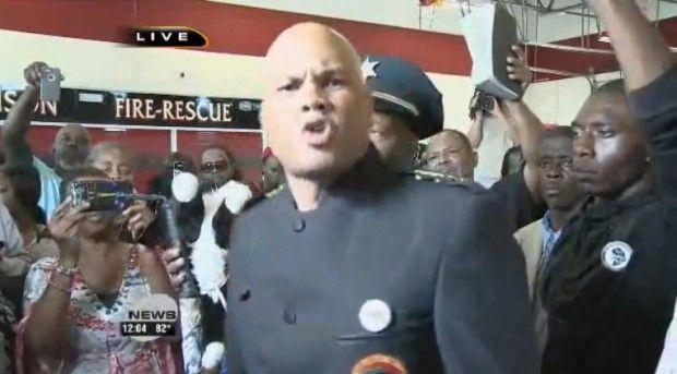 Black Panthers Take Over Ferguson Police Chief's News Conference To Shame Obama  August 15, 2014 Read more at http://conservativevideos.com/2014/08/black-panthers-take-ferguson-police-chiefs-news-conference-shame-obama/#LJdlJwE0KjlUZDdc.99
