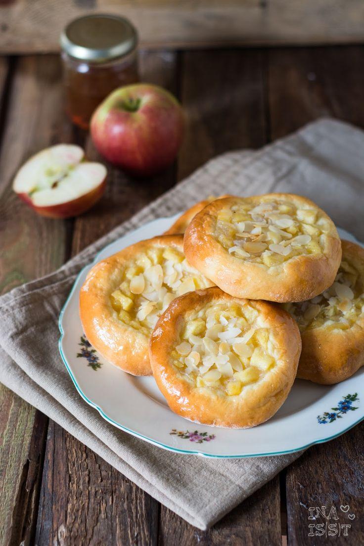 Apfelplunder aus lockerem Hefeteig /// Sweet apple buns with soft yeast dough Ina Is(s)t