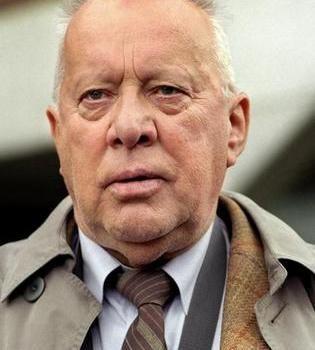 Heinz Baumann (* 12. Februar 1928 in Oldenburg) ist ein deutscher Schauspieler.  Denkt man an deutsche Fernsehkommissare, kommt einem neben Horst Tappert oder Rolf Schimpf irgendwann auch Heinz Baumann in den Sinn. Ab 1987 ermittelte er in der ZDF-Serie «Soko 5113» erst als Hauptkommissar, später als Privatdetektiv Jürgen Sudmann.