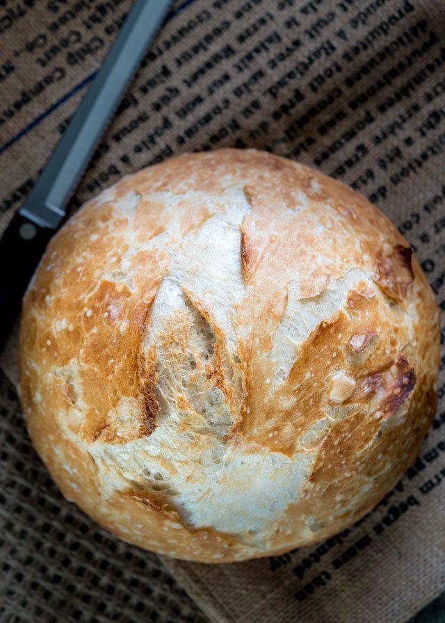 Sin Amasar horno holandés pan crujiente - no requiere amasado, 4 ingredientes simples, horneado en un horno holandés!  El resultado es simple perfección, sin duda, el mejor pan que jamás comerá!