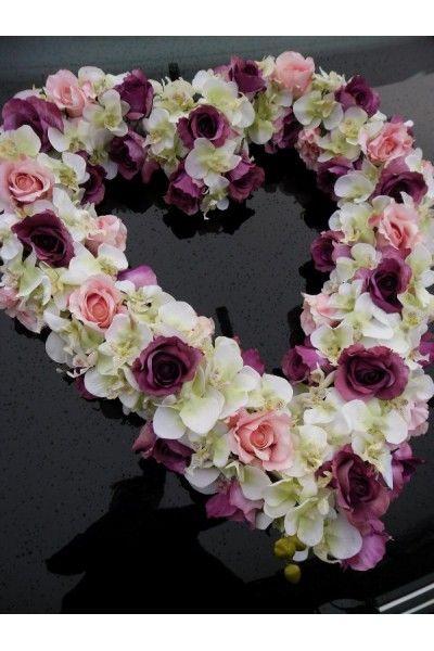 Extra groot hart van rozen en orchideen in creme, roze en paarse kleuren. Een prachtige bloemstuk voor wat grotere trouwauto.