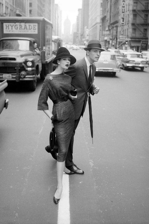 Simone D'Aillencourt in Lower Manhattan, 1950s #Fashion #Vintage #Chic