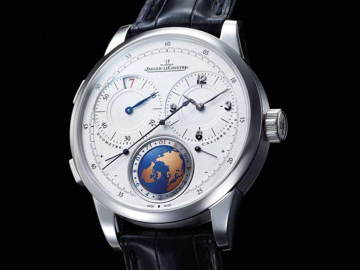 http://www.horloger-paris.com/fr/4083-jaeger-lecoultre  Jaeger-LeCoultre Duomètre Unique Travel Time. Le Dual-wing se divise en deux : le premier mécanisme est dédié à l'affichage de l'heure locale et le second sert au deuxième fuseau. Incitation au voyage, la carte du monde, l'indication jour/nuit et le disque des heures sont disposés à 6h. Le calibre JL 383 se dévoile à travers le saphir. Également visibles, le nom des villes gravées et les 24 fuseaux horaires. #JaegerLeCoultre #Luxury…