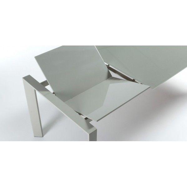 Dove eleganza e praticità si fondono in un unico complemento d'arredo. Un tavolo dalla linea pulita e moderna, allungabile diventa da 2 metri.