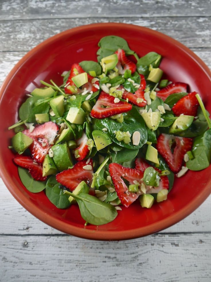 Strawberry and avocado salad | Yummy food | Pinterest