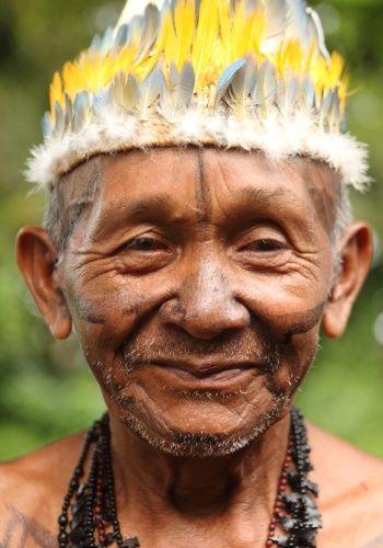 Indians protest against hydroelectric dam of Sao Luis do Tapajós - Cerca de 150 indígenas do povo Munduruku saíram em passeata da aldeia Sai Cinza, onde estavam reunidos, até as ruas da cidade de Jacareacanga (PA), para protestar nesta sexta-feira (26) contra a construção da barragem no rio Tapajós, que faz parte da obra da usina hidrelétrica de São Luís do Tapajós. Segundo os índios, a barragem afetaria diretamente seu território e modo de vida