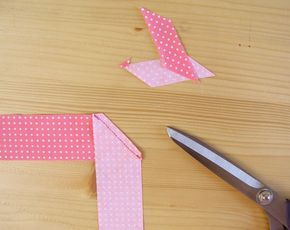 Cortar exceso de tejido de la unión de las tiras al bies | Betsy Costura
