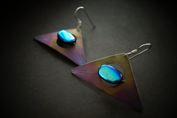 Modern and beautiful hand fabricated titanium earrings with hand made copper waving  Material : titanium ,copper , Dimension:3 cm  Design by Modernart999 Canada