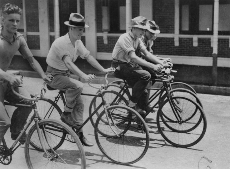 Cyclists in Bundaberg, 1939 / John Oxley Library, State Library of Queensland, Neg: 177895, http://hdl.handle.net/10462/deriv/105242 | thefashionarchives.org