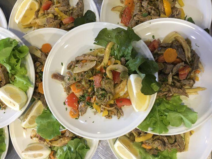 Piatto fresco e invitante: insalata di bollito delle nostre manzette  #insalatadibollito #bollito #peppinocarugate #peppinoristorante #saicosamangi #carnikmzero #carugate