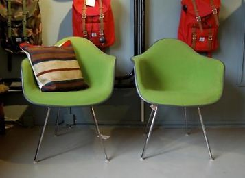 1000 idee n over kuipstoelen op pinterest zwarte eetkamerstoelen stijl thuis en stoelen - Originele eames fauteuil ...