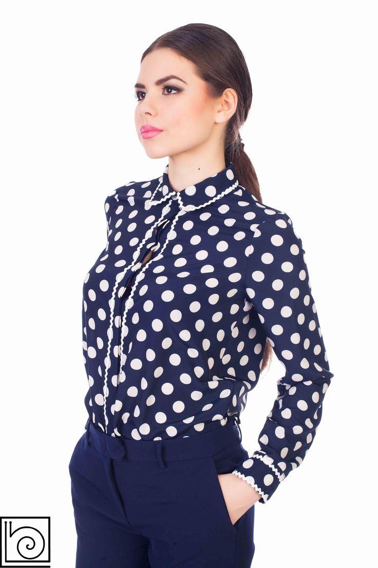 Блузка темно-синяя с белыми горохами. Рукав длинный.. Vicolo Northland. Италия..
