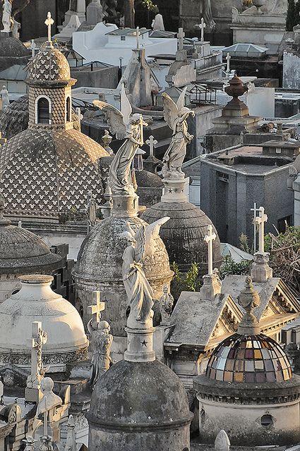 Recoleta Cemetery, Buenos Aires, Argentina.  Photo: Sigfrid Lopez, via Flickr.