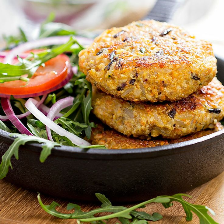 Saftige vegane Buletten  Es muss nicht immer Fleisch sein. Saftig leckere vegane Bratlinge ganz einfach selbst gemacht. Dazu ein knackig frischer Salat. So lässt sich die Fastenzeit aushalten.  http://einfach-schnell-gesund-kochen.de/saftige-vegane-buletten/