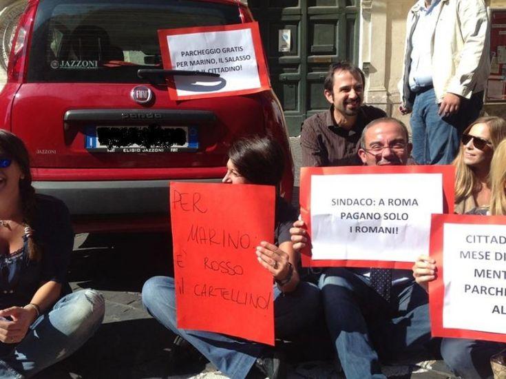 """Tana per Ignazio - Strisce blu, sit-in di Ncd: """"Marino parcheggia gratis davanti al Senato"""""""