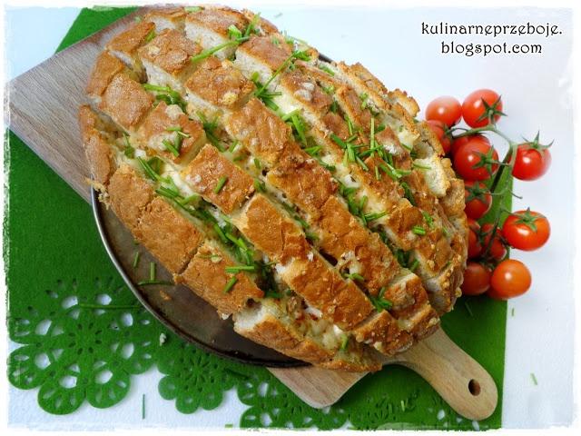 Ciągnący się chleb (z mozzarellą) krojony w kratkę (bloomin bread)   Kulinarne Przeboje